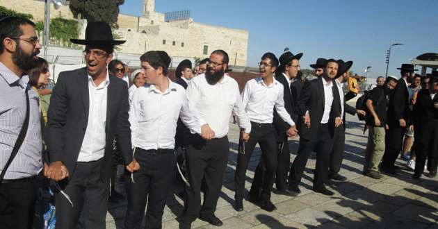Ultra-Orthodox Jews scuffle with worshippers at Western Wall