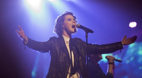 Hillsong's Taya Smith still rides a skateboard: 'We're very normal, ordinary people'