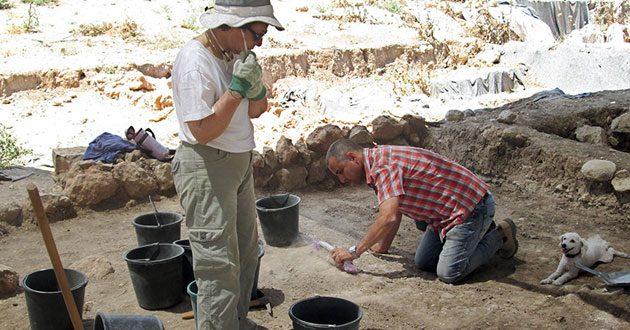 Israeli archaeologists