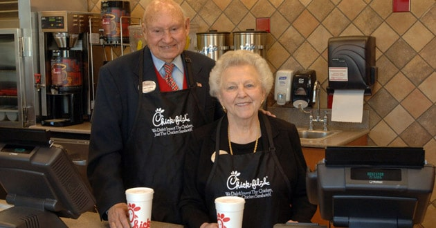 Photo of Truett Cathy, Chick-fil-A founder and chairman emeritus, dies at age 93