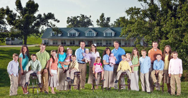 Photo of Duggars targeted by pro-gay petition to cancel show