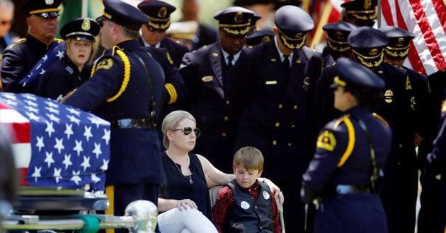 Katrina Aherns sits with son Magnus Aherns