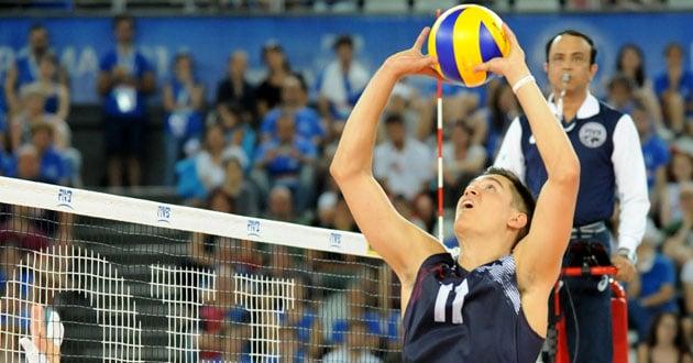 Photo of U.S. volleyball player seeks God amid trials