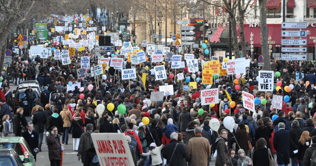 Photo of France plans ban on pro-life websites