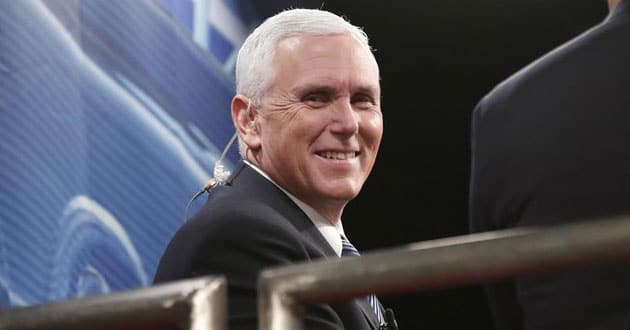 Photo of Pence Asks Americans to Pray that God Will 'Hear from Heaven'