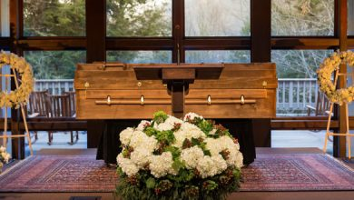 Photo of Billy Graham to lie in honor in coffin made by prisoners