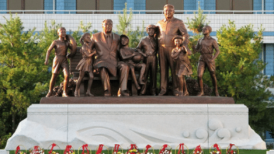 Statues of the North Korean leaders at Songdowon Children's Camp