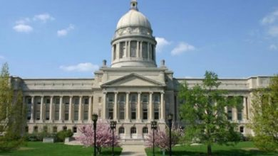Photo of Kentucky lawmakers pass adoption, foster care bill