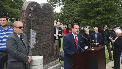 Photo of Satanic Temple plans to sue Arkansas over Ten Commandments monument