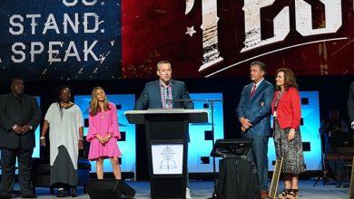 Photo of Avoiding politics, seeking unity, J.D. Greear enters Southern Baptist presidency