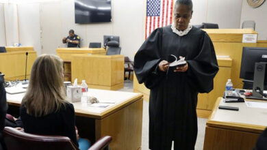 Photo of Atheist group files complaint after judge gave Bible to Amber Guyger